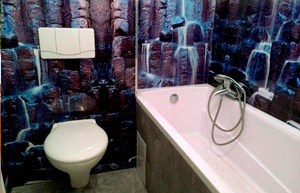 selbstgestaltete Toilettenrückwand